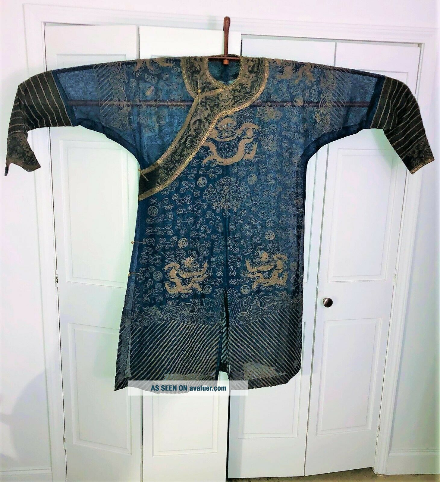 Very Fine ANTIQUE CHINESE SILK BROCADE SUMMER ROBE DRAGONS QING
