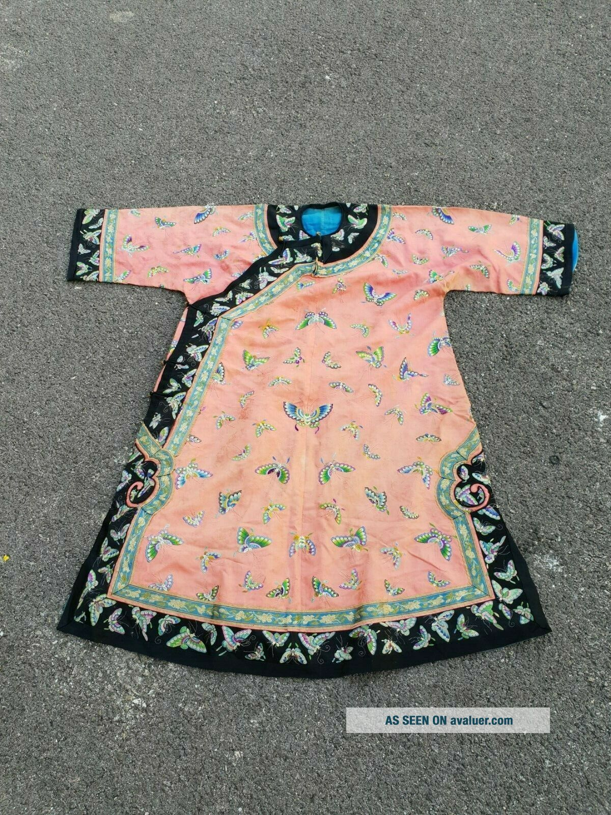 Antique 19 th Chinese silk embroidery robe