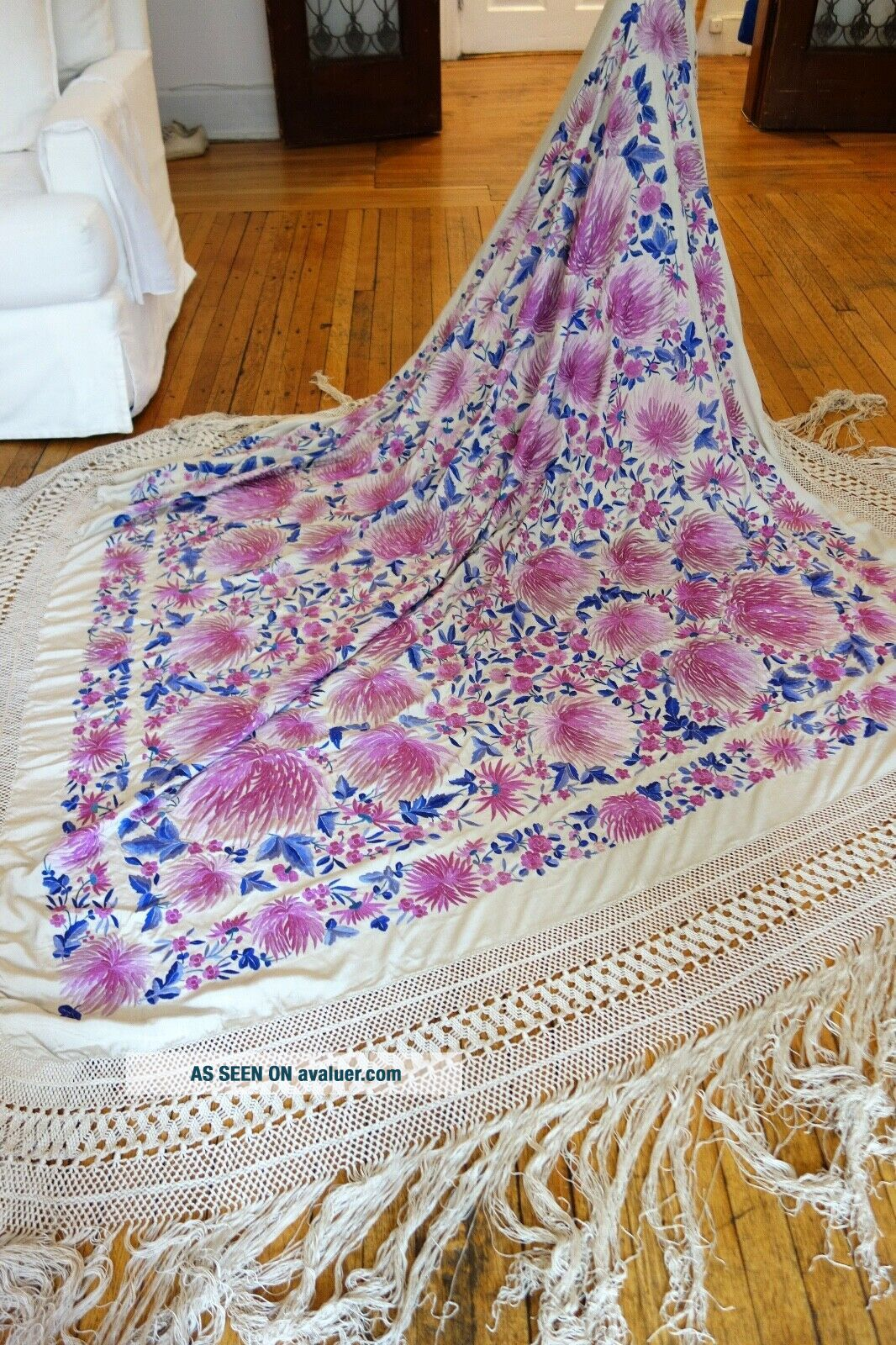 C.  1900,  EXQUISITE ANTIQUE SILK EMBROIDERED CANTON SHAWL W/ CHRYSANTHEMUMS